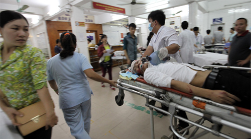"""Không có """"MÁU ĐIÊN"""" và """"MÁU LIỀU"""" đừng mơ làm bác sĩ ở Việt Nam!"""