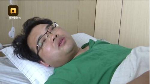 Cảm động: Bác sĩ vừa mổ 9 ca vừa cắn răng chịu đựng cơn đau ruột thừa