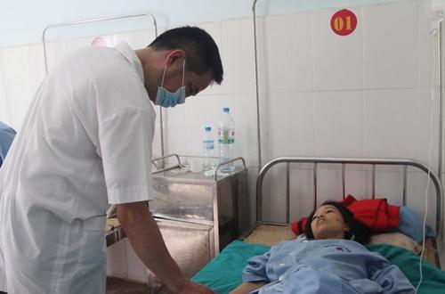 Vượt hơn 10 km: Y sĩ trạm y tế kéo xe ba gác đưa sản phụ đi cấp cứu