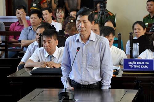 Phó Giám đốc và Nguyên Trưởng phòng vật tư BVĐK Hòa Bình bị khởi tố