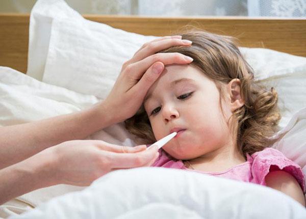 Sốt ở trẻ em là bệnh lý thường gặp đặc biệt vào những thời điểm giao mùa