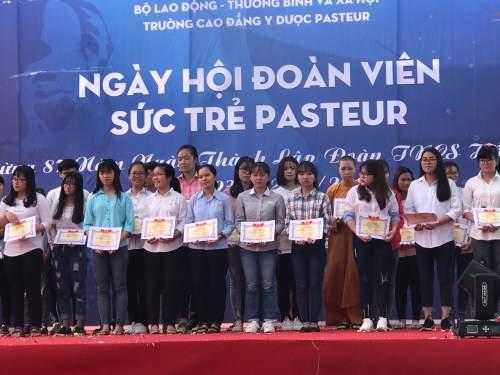 62 sinh viên đạt thành tích học tập tốt nhận Học bổng Nhà trường