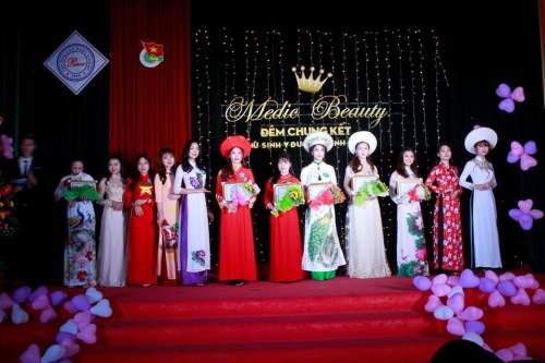 Nữ sinh Hoàng Ngọc Bảo Trâm đăng quang Nữ sinh Y Dược thanh lịch năm 2018