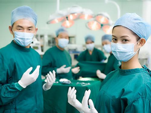 Thu nhập của Bác sĩ ở Việt Nam đã thấp lại đang bị cào bằng