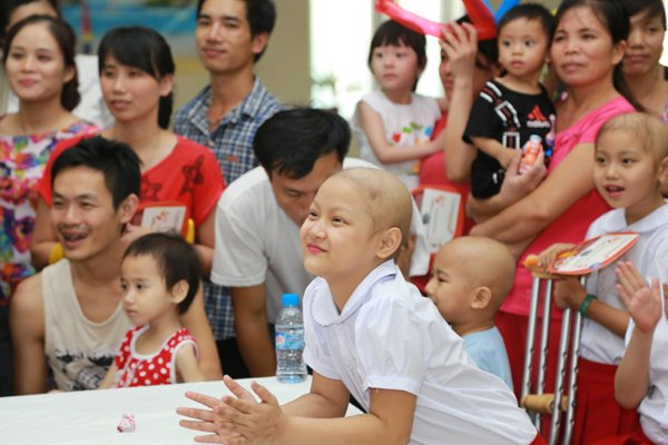 Bác sĩ bất lực nhìn bệnh nhi bị bố mẹ từ chối điều trị ung thư cho con