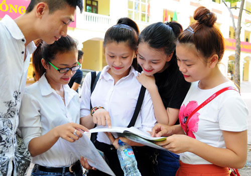 Xét tuyển ĐH, CĐ bằng học bạ có khác gì với xét tuyển bằng điểm thi THPT?