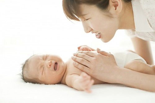 Điều Dưỡng Hà Nội hướng dẫn chăm sóc trẻ bị bệnh Còi Xương