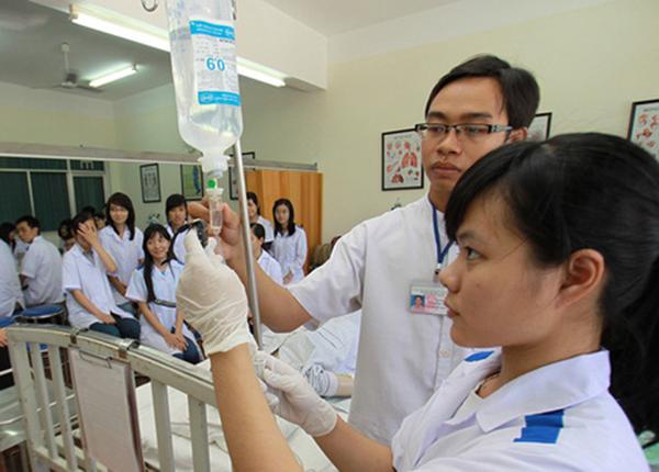 Cơ quan quản lý giáo dục hạ cấp học vị bác sĩ xuống 'cử nhân'