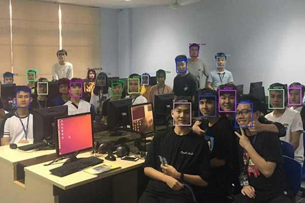 Trường ĐH đầu tiên ở Việt Nam áp dụng điểm danh bằng nhận diện khuôn mặt