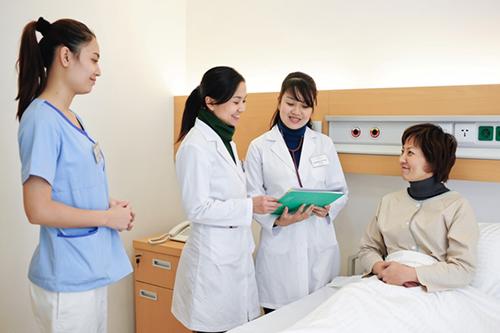 Theo học Cao đẳng Điều dưỡng đang được nhiều thí sinh lựa chọn