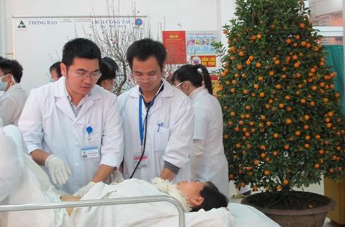 Bác sĩ hưởng trọn Hỉ, nộ, ái, ố khi đón giao thừa và trực tết tại bệnh viện