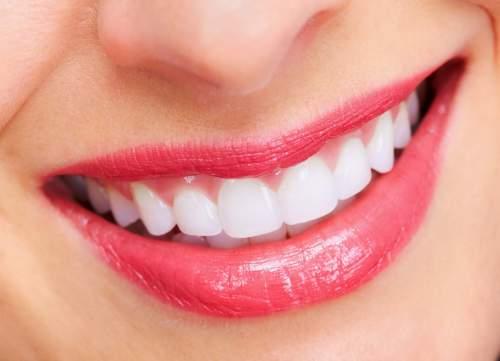 Môi mềm, màu hồng hào và có hàm răng trắng có tướng làm phu nhân