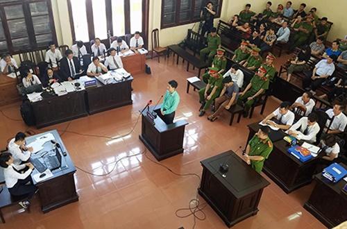Phiên tòa xét xử Bác sĩ Lương và những điều chưa từng có trong tiền lệ!
