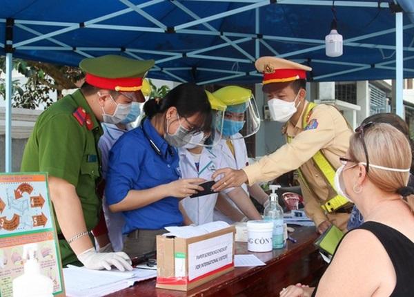 Hàng trăm sinh viên Y Dược hỗ trợ chống dịch Covid-19 tại Đà Nẵng