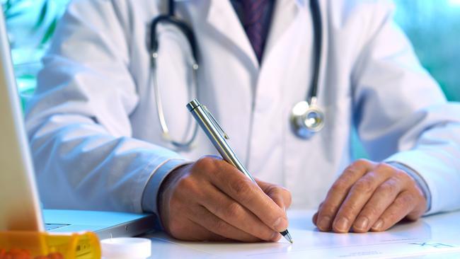 Hiểm họa khôn lường từ việc kê sai đơn thuốc kháng sinh của bác sĩ đa khoa