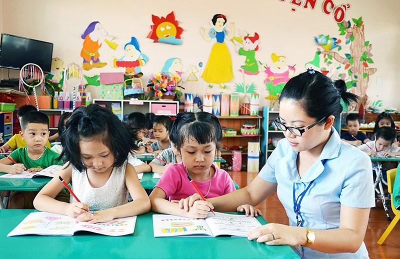 Nên có những chính sách cho giáo viên để thu hút thí sinh theo học
