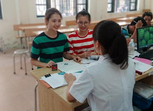 Lương Hồng Hạnh nộp hồ sơ nhập học