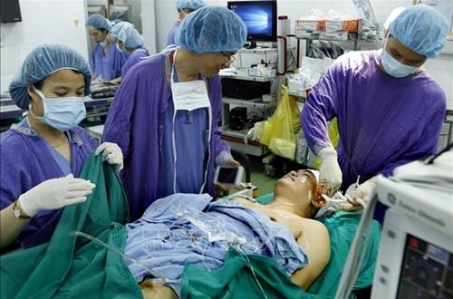 Hi hữu: Lần đầu tiên phẫu thuật não trong lúc bệnh nhân hát Quốc ca