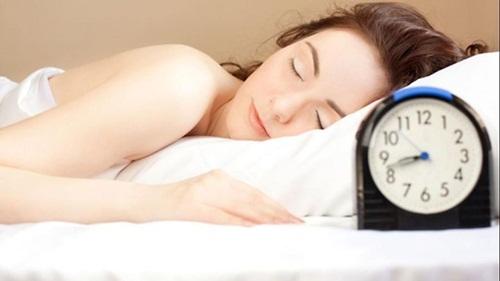 Vì sao thói quen ngủ nướng vào cuối tuần lại có hại cho sức khỏe?