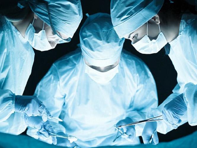 Cảnh giác: Bệnh nhân chết tức tưởi do bác sĩ phẫu thuật quên kim