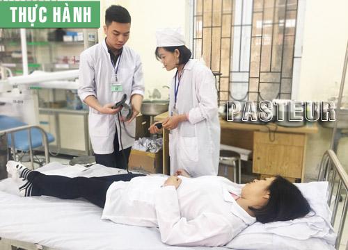 Sinh viên Cao đẳng Y Dược Pasteur thực hành Điều dưỡng