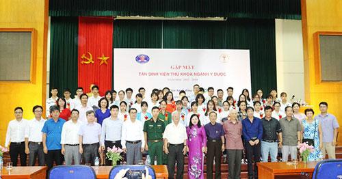 Tổng hội Y học Việt Nam vinh danh 46 thủ khoa đầu vào ngành Y, Dược