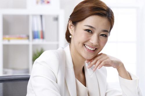 Phụ nữ 30 tuổi có nên học chuyển đổi Cao đẳng Dược?