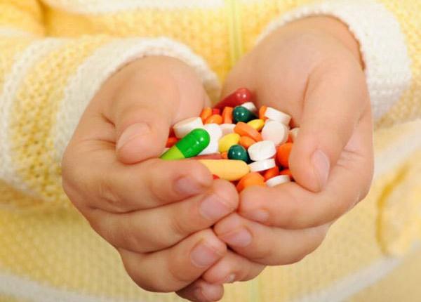 Điều Dưỡng viên khẳng định: Con cứ ốm cho uống kháng sinh là hại con
