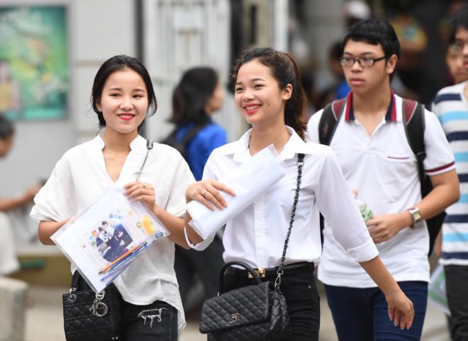 Học phí các trường ĐH tự chủ tài chính tăng mạnh khiến các thí sinh lao đao