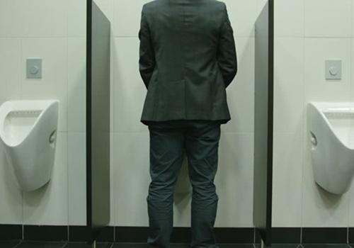 Nhà vệ sinh nam bẩn gấp 6 lần nhà vệ sinh nữ