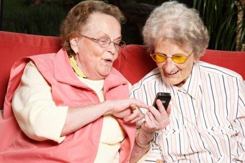 Người cao tuổi nên chơi game để tăng cường trí nhớ và giảm trầm cảm