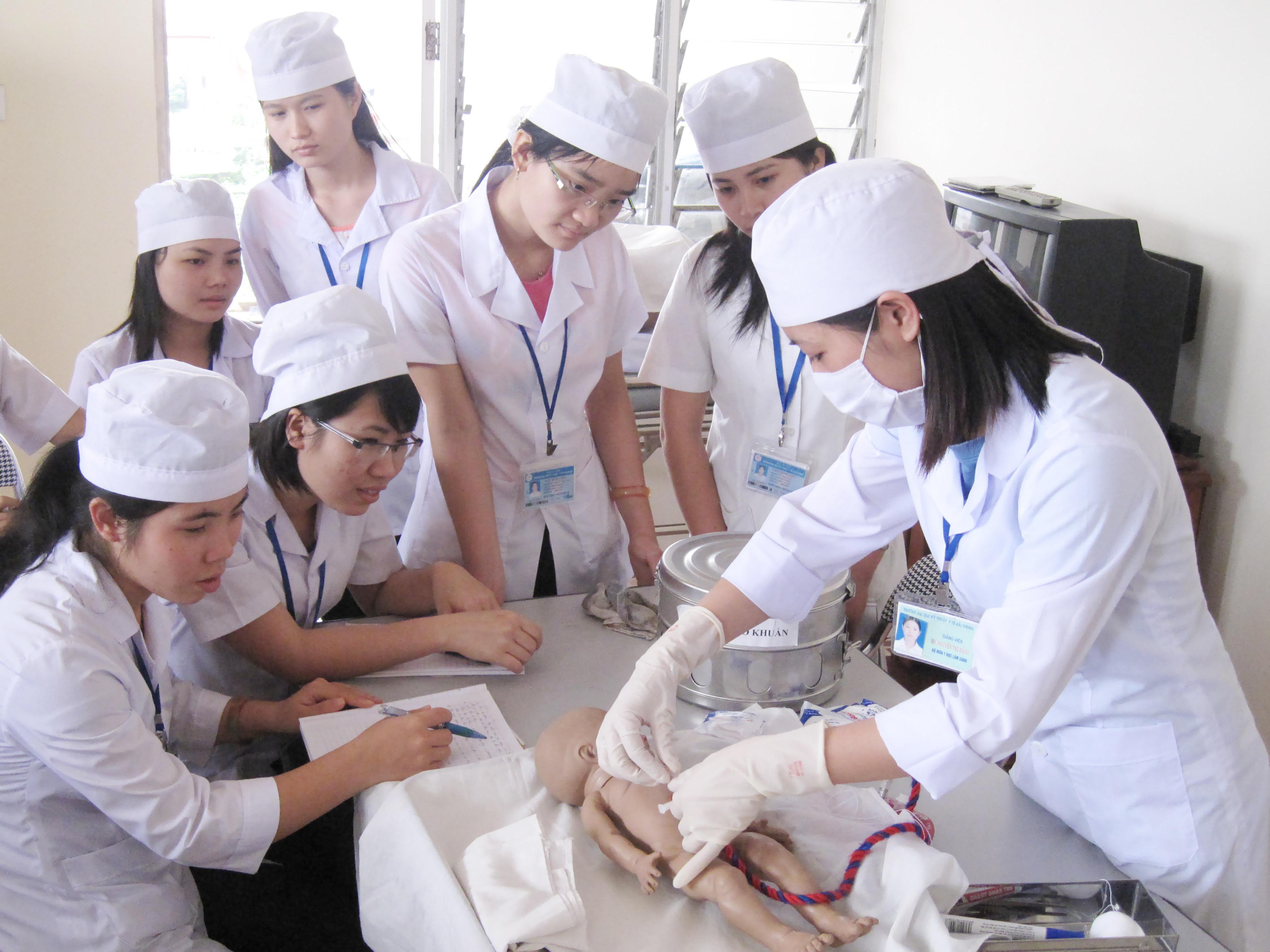 Từ năm 2021, Bộ Y tế sẽ ngừng tuyển trình độ Trung cấp ngành Y Dược