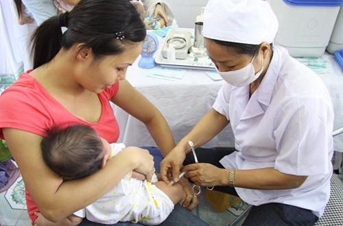 Ghi nhận nhiều trẻ phản ứng sau khi tiêm vắc xin mới