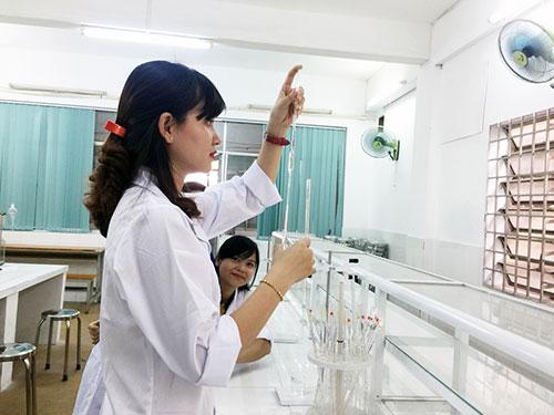 Học ngành xét nghiệm y học sau khi tốt nghiệp làm công việc gì?