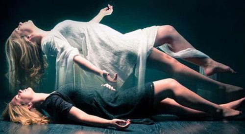 Tránh chạm vào cơ thể người vừa mất giúp họ ra đi thanh thản