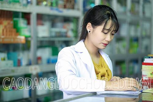 Điều kiện liên thông từ Trung cấp Y lên Cao đẳng Dược là gì?