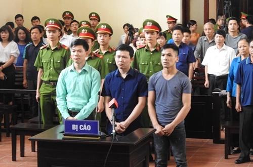 Tòa án Nhân dân TP.Hòa Bình công bố tội danh của Bác sĩ Lương