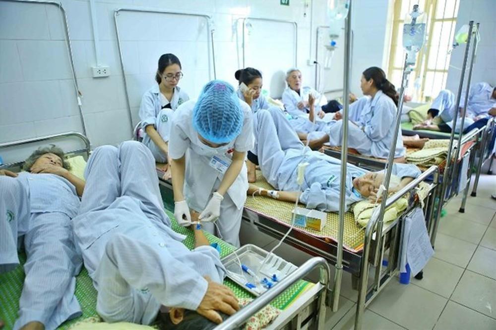 Bệnh viện Nhân dân 115 luôn quá tải bệnh nhân cấp cứu nặng cần thở máy