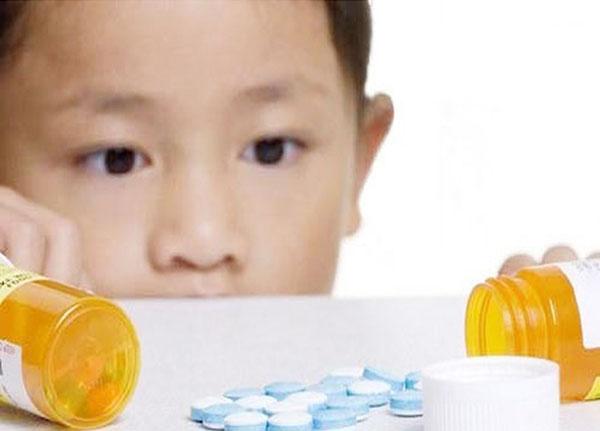 Cần tham khảo ý kiến của bác sĩ trước khi cho trẻ sử dụng thuốc