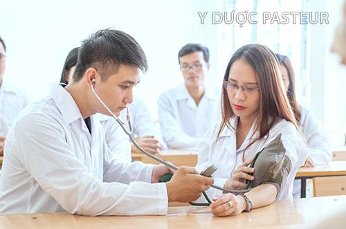 Trường Cao đẳng Y Dược Pasteur đào tạo lý thuyết gắn liền thực hành