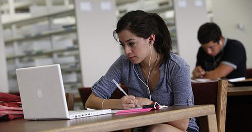 Tân sinh viên sẽ phải thích nghi với môi trường sống mới