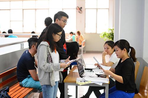 Thí sinh trúng tuyển cần chuẩn bị đầy đủ hồ sơ nhập học
