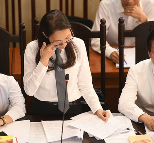 Luật sư Trần Hồng Phúc đã bật khóc giữa tòa khi bào chữa cho bác sĩ Lương