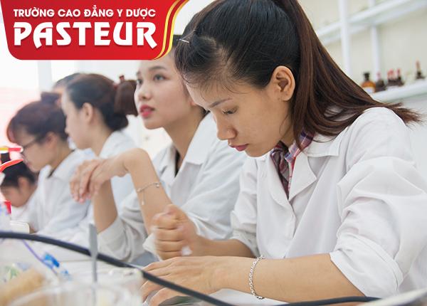 Học Cao đẳng Dược ra trường không bán thuốc thì làm những công việc gì?