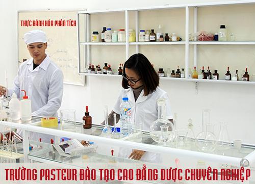 Sinh viên Cao đẳng Y Dược Pasteur Đắk Lắk trong giờ thực hành