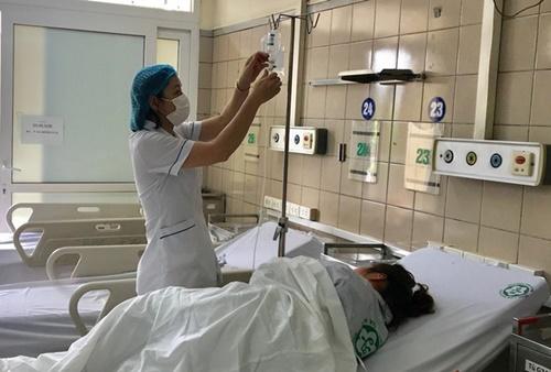 Nữ bệnh nhân ngủ 9 tiếng nhập viện sau lần đầu tiên uống rượu với bạn